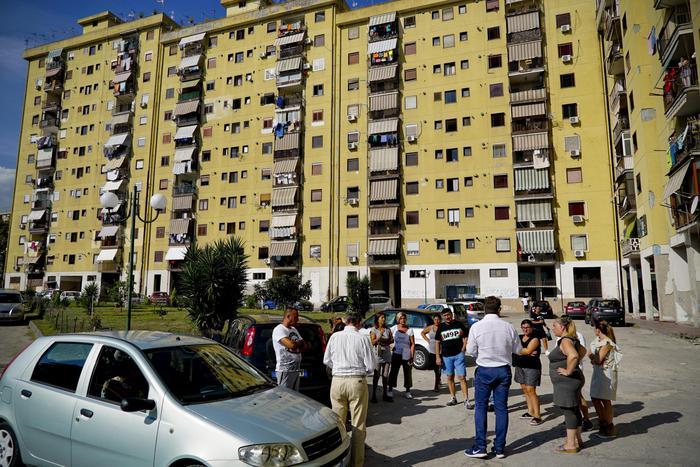 Napoli, protesta degli inquilini parco set Gomorra