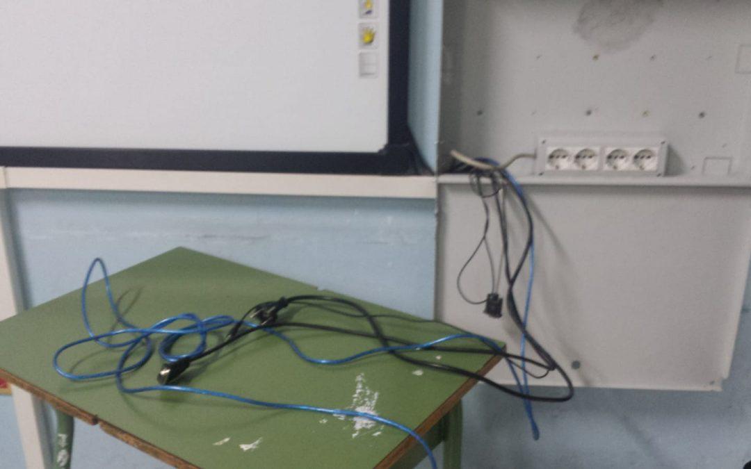 FOTO – Scuola devastata dai vandali e Soriano, le immagini dei danni