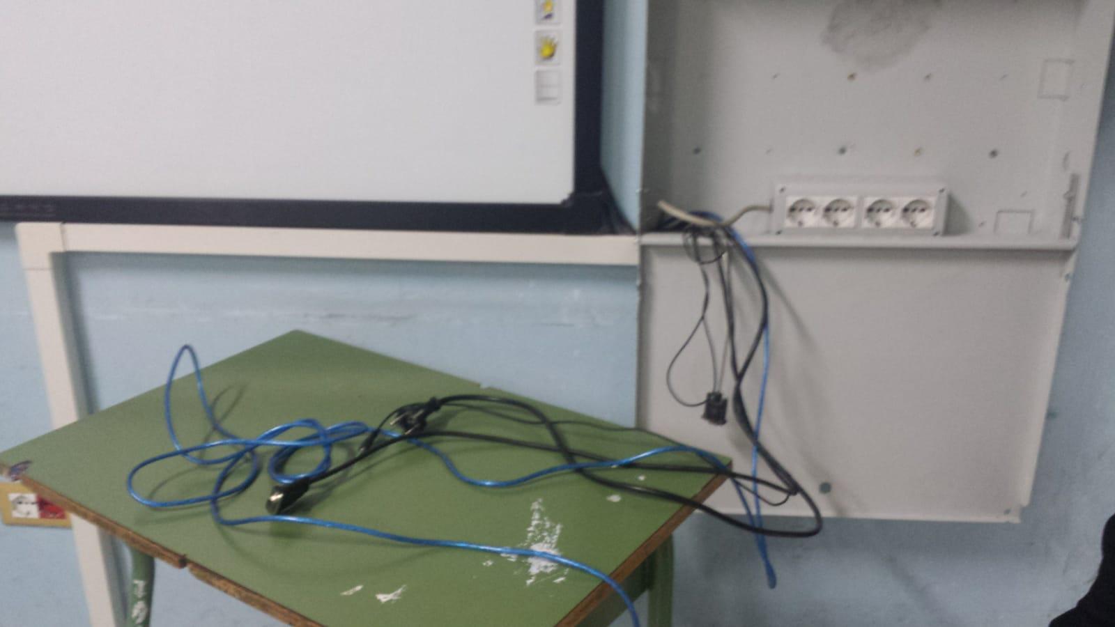 FOTO - Scuola devastata dai vandali e Soriano, le immagini dei danni