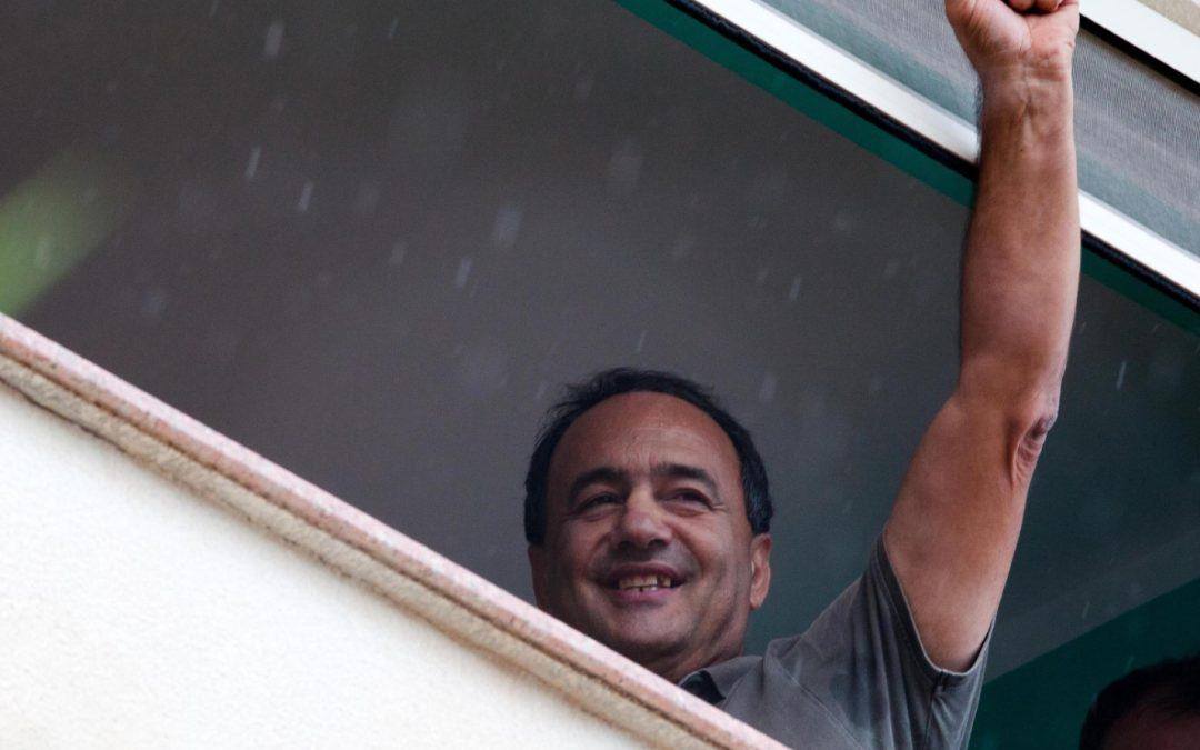 Arresto Mimmo Lucano, in migliaia giungono a Riace  Una manifestazione per sostenere il sindaco dell'accoglienza