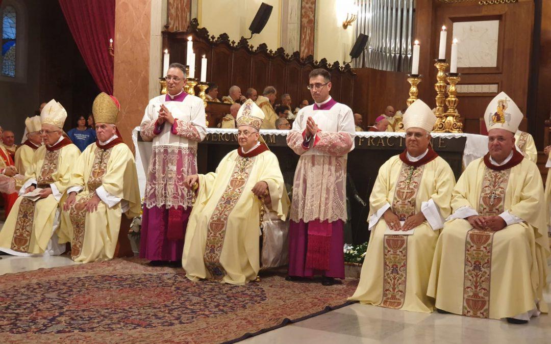 FOTO – A Mileto la celebrazione per il vescovo Francesco Massara, dalla parrocchia di Limbadi alla Diocesi di Camerino