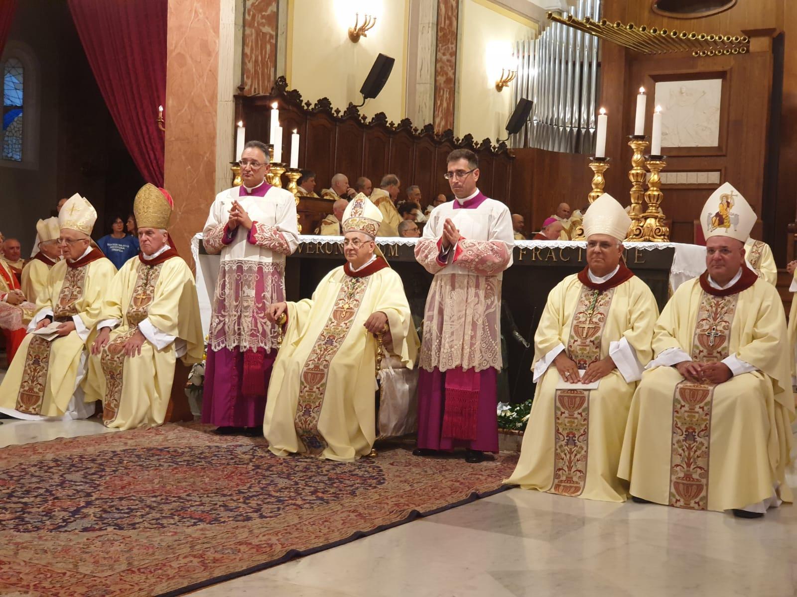 FOTO - A Mileto la celebrazione per il vescovo Francesco Massara, dalla parrocchia di Limbadi alla Diocesi di Camerino