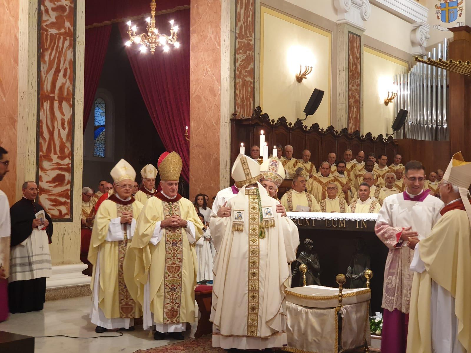 Mileto saluta il nuovo vescovo: monsignor Francesco MassaraLa gioia per l'ex parroco di Limbadi che andrà a Camerino