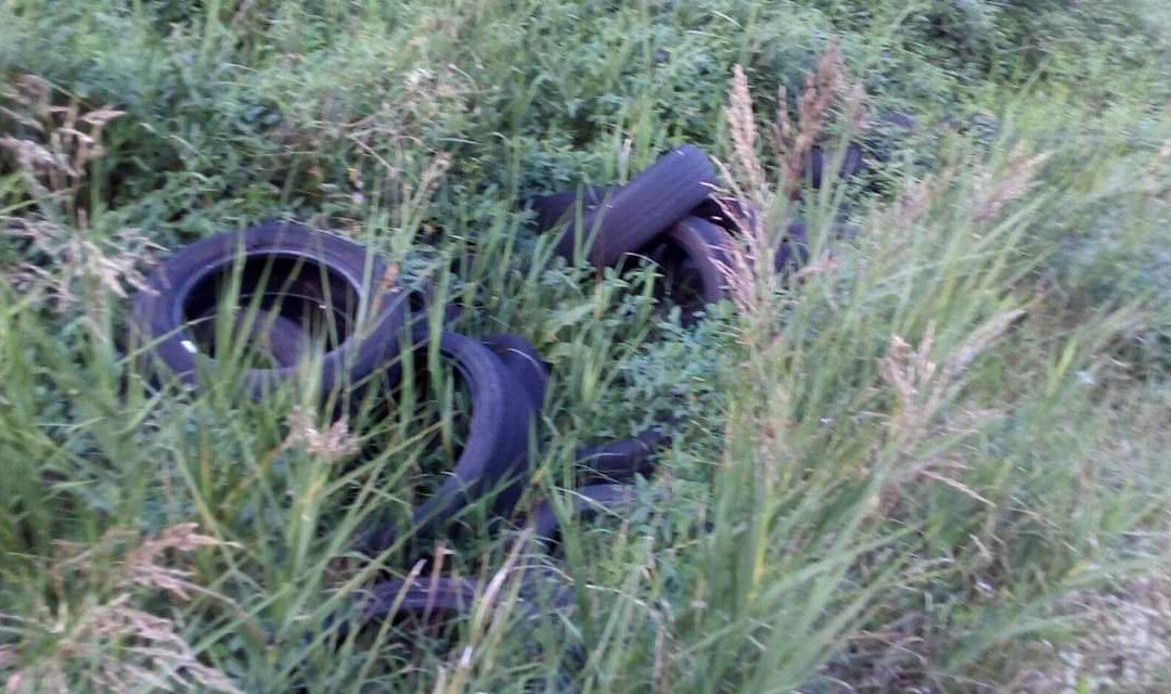VIDEO – Discarica di pneumatici a cielo aperto a Rombiolo  Le immagini del degrado dell'area nei pressi del cimitero