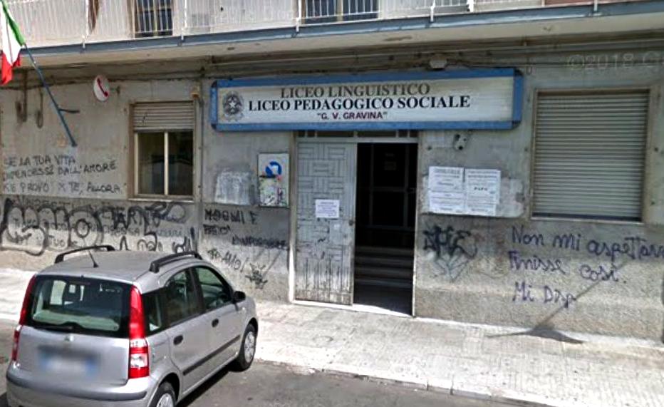"""Scuola depredata dai ladri di soldi e computer  Ignoti svaligiano il """"Gravina"""" di Crotone"""