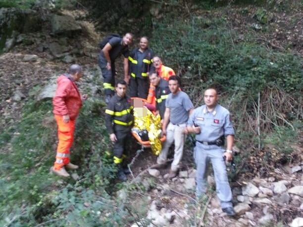 Cade in un burrone mentre cerca funghi, salvatoL'uomo è precipitato per oltre 100 metri