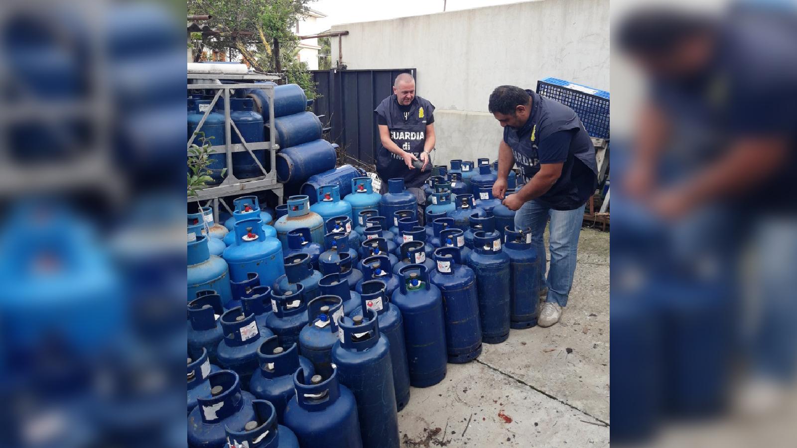 Quasi 4 tonnellate di bombole di gpl sequestrate a Limbadi  La finanza ha scoperto un deposito che violava i limiti