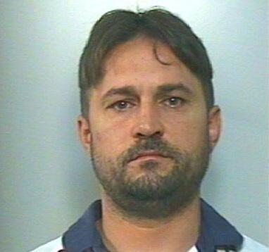 Sfuggito ad operazione antidroga, arrestato nel RegginoL'uomo è accusato di coltivazione di stupefacenti