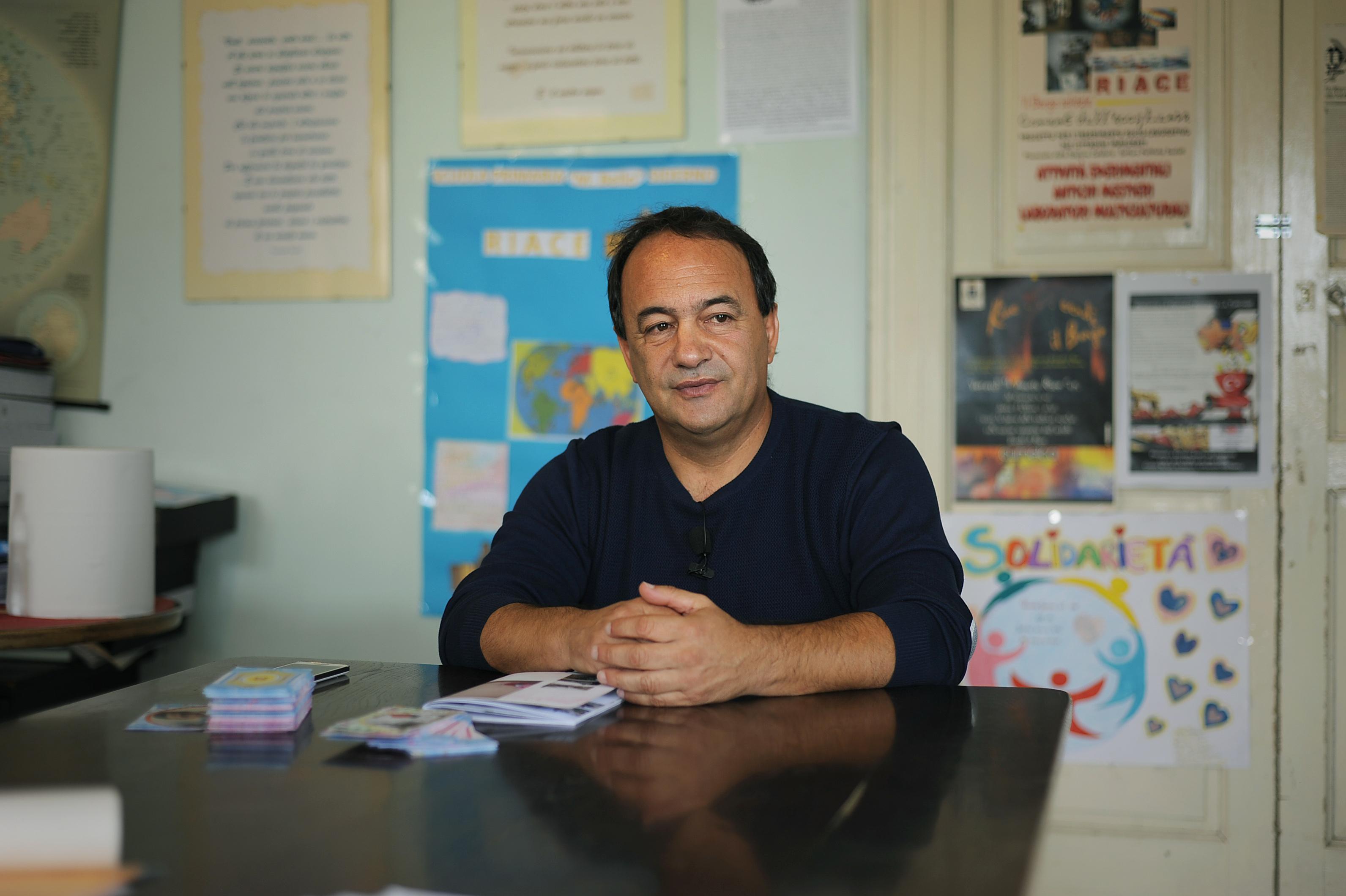 Riace, Lucano vedrà il padre malato a CatanzaroL'ex sindaco:«Bene accordo Pd-M5S, Salvini tiranno»