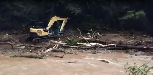 """VIDEO – Maltempo in Calabria, la riparazione dell'acquedotto """"Marmoro Giardinelli"""" a servizio di Cortale. Divelta la condotta"""