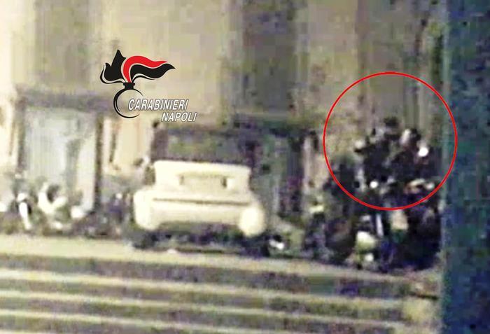 Napoli, spari e panico tra la folla in pieno centro: 'vendetta' contro i parcheggiatori