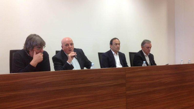 VIDEO - Riace, Oliverio con Lucano: «Con accoglienza si creano anche posti di lavoro»