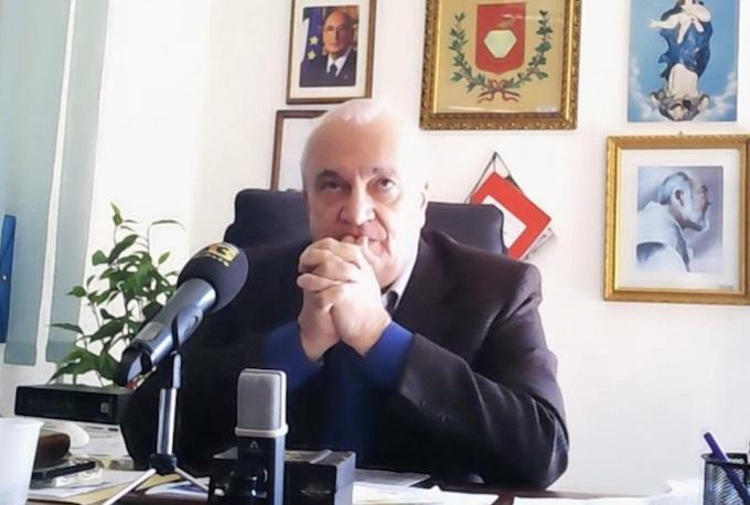 Mobilità e la sicurezza possono aspettare: c'è la JuveIl sindaco lascia il convegno per correre davanti la Tv