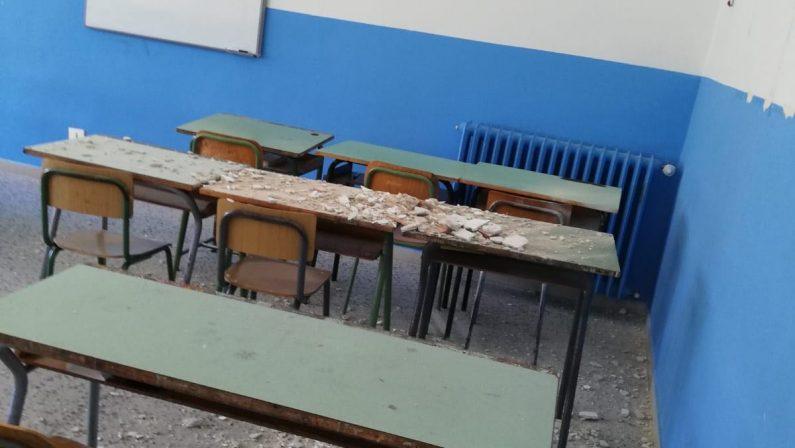 """Matera, cadono calcinacci in aula allo """"Stigliani"""". Oggi tutta la scuola inagibile"""