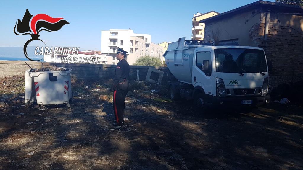 Smaltivano rifiuti appiccando incendi vicino al centro abitato  Denunciati dai carabinieri sette operatori ecologici a Pizzo