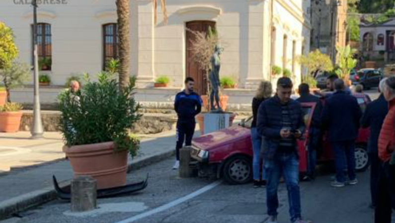 Incidente stradale a Soriano nel viboneseDonna perde il controllo e sbatte contro un pilone