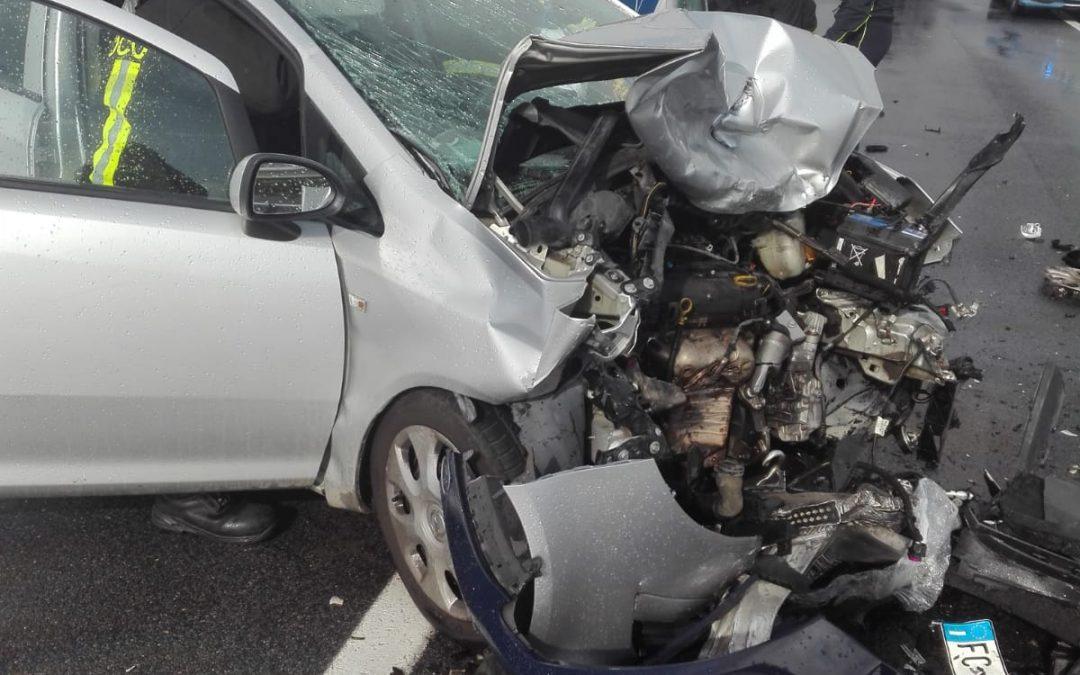 FOTO – Incidente stradale in provincia di Reggio Calabria  Le immagini delle condizioni delle due vetture coinvolte