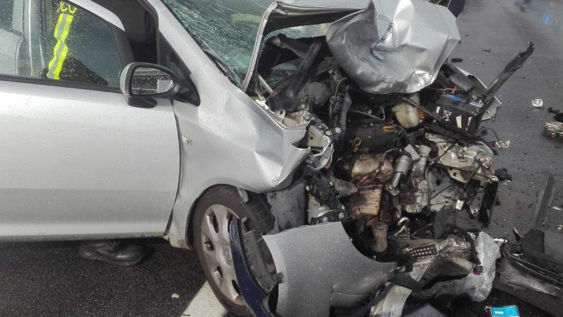 FOTO - Incidente stradale in provincia di Reggio CalabriaLe immagini delle condizioni delle due vetture coinvolte