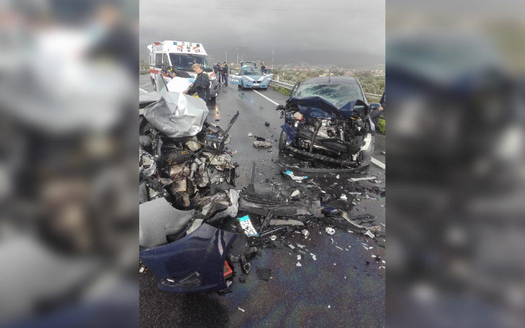Drammatico incidente stradale nel Reggino  Scontro frontale tra auto, due feriti, uno è grave