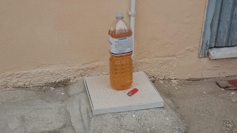 Intimidazione a coordinatore della Lega nel VibonesePer l'imprenditore bottiglia incendiaria e accendino