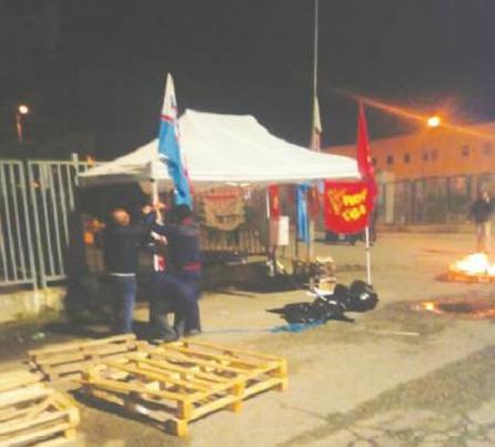 Melfi, la vertenza Lear ha bloccato anche FcaAdesione record allo sciopero: 100 per cento