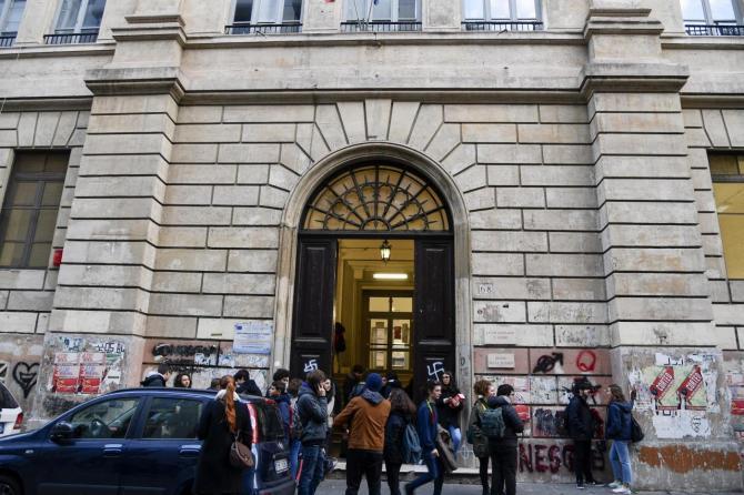 Dagli studenti romani che occupano i licei per protesta  arriva stima e vicinanza al sindaco Mimmo Lucano