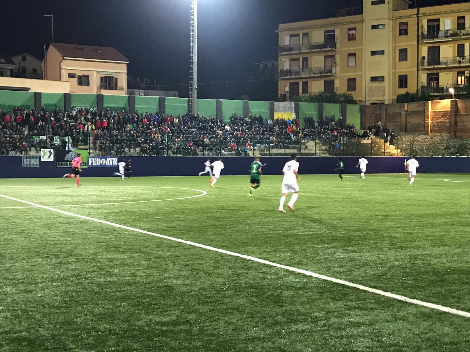 Il punto sulla Serie D. Riuscito l'esperimento del calcio in notturnaLocri e Palmi il pubblico delle grandi occasioni