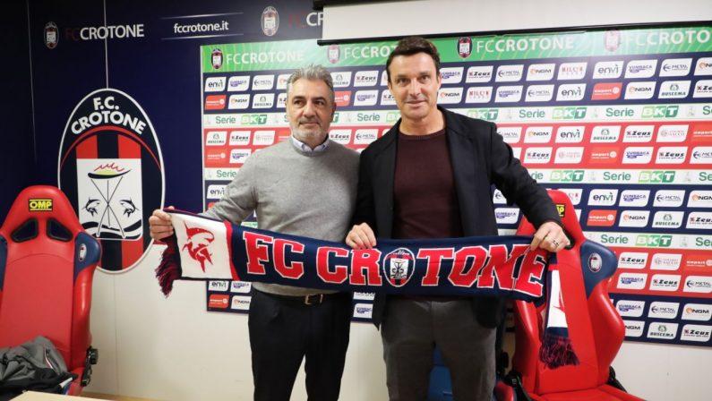 Crotone, Oddo si presenta ai tifosi: «La squadra ha del potenziale» e in caso di promozione «taglio il ciuffo a Vrenna»