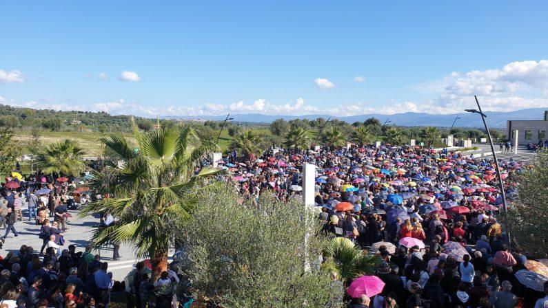 FOTO - In migliaia al raduno dei cenacoli nel segno e nel ricordo di Natuzza Evolo