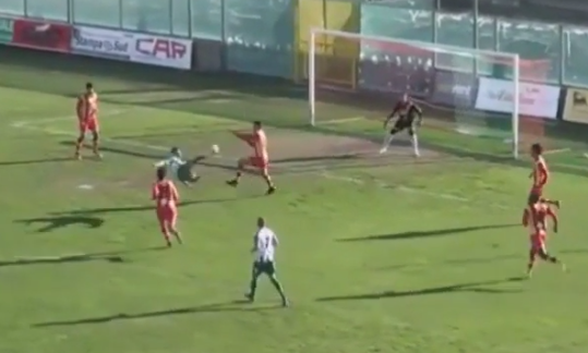Promozione. Il gran gol acrobatico di Matteo Gullo  Prodezza del centravanti della Vigor Lamezia