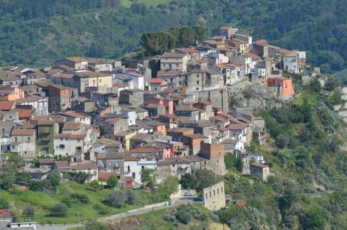 Il paese si spopola e le case si vendono ad 1 euro  Idea per provare a salvare il centro storico di Tarsia
