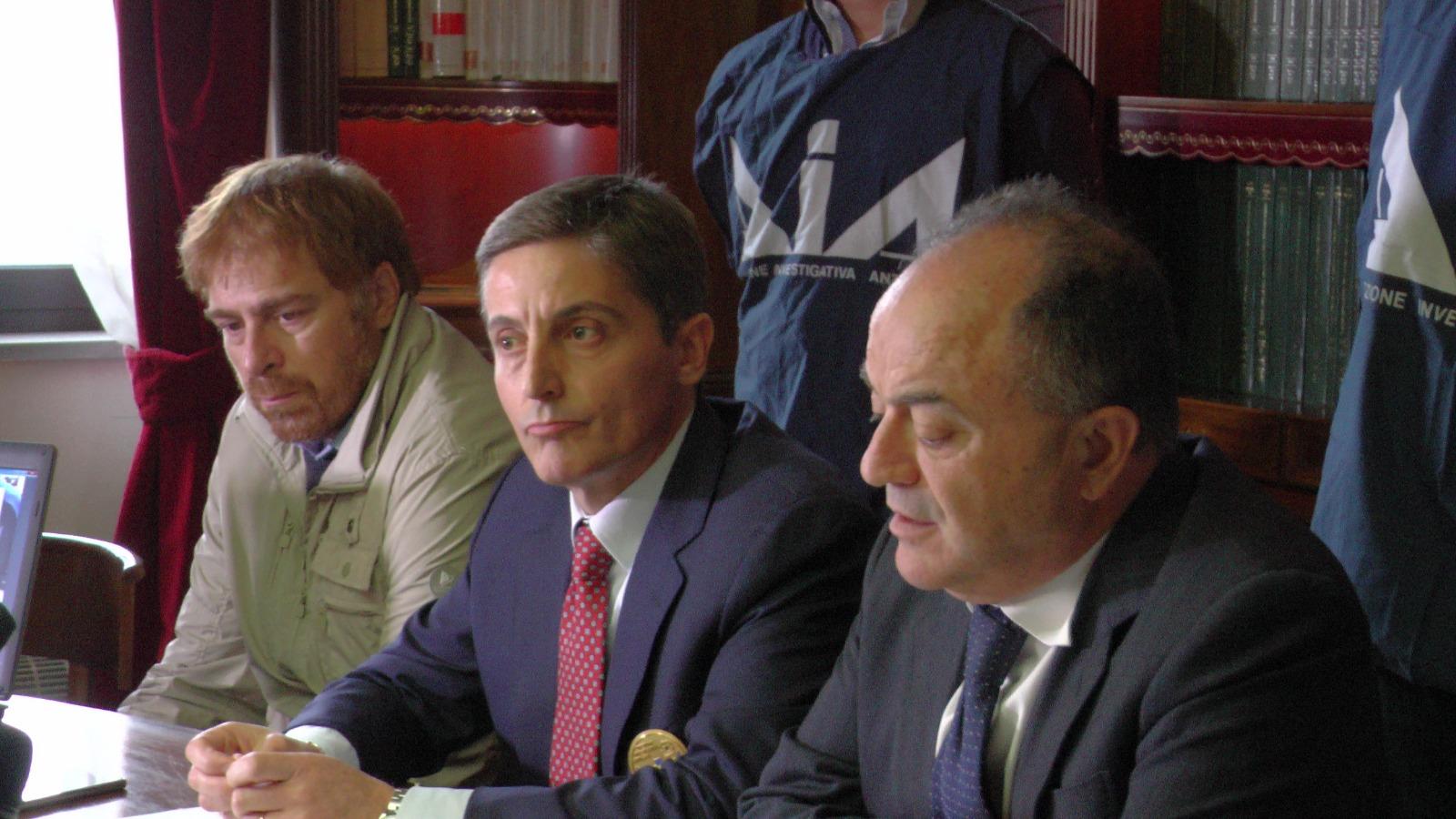Duplice omicidio a Cosenza, la svolta dopo 18 anni  Cinque persone arrestate dopo indagini della Dda
