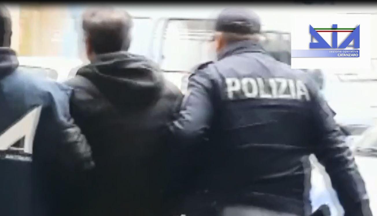 VIDEO - Duplice omicidio a Cosenza, l'operazione e le foto degli arrestati