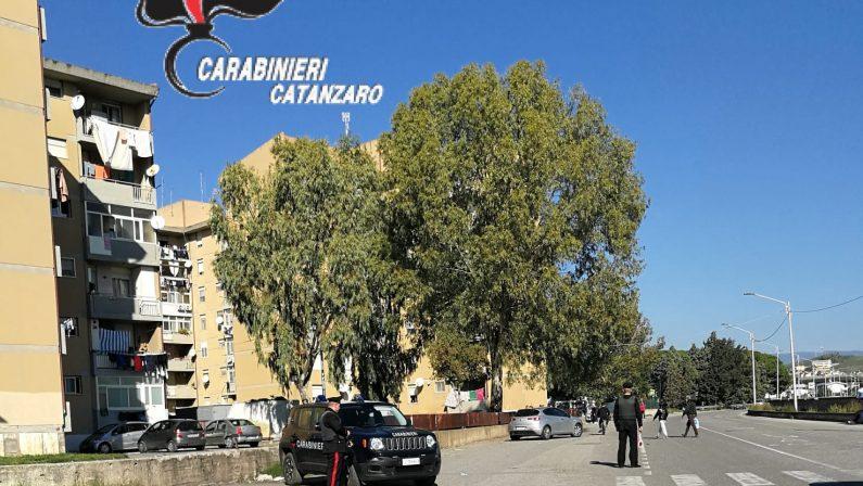 Si ferma per prestare soccorso e le rubano la borsaUn arresto e due denunce dopo indagini a Catanzaro