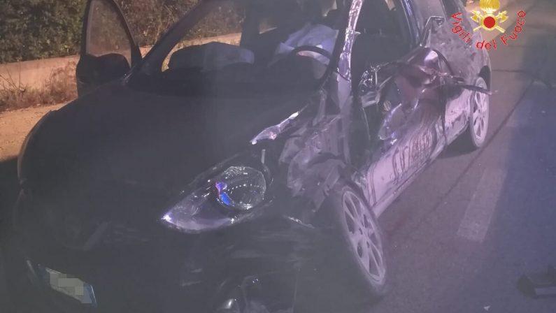Auto sbanda in curva sulla strada tra Sersale e Cropani  Morti due giovani di 24 e 31 anni, ferita una ragazza