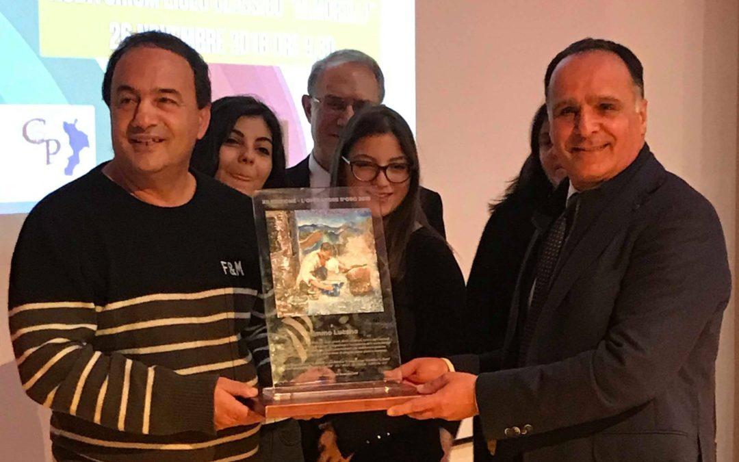 """Riace, a Lucano il premio """"L'operatore d'oro"""" a Vibo  «La Calabria ha bisogno di libertà e speranza»"""