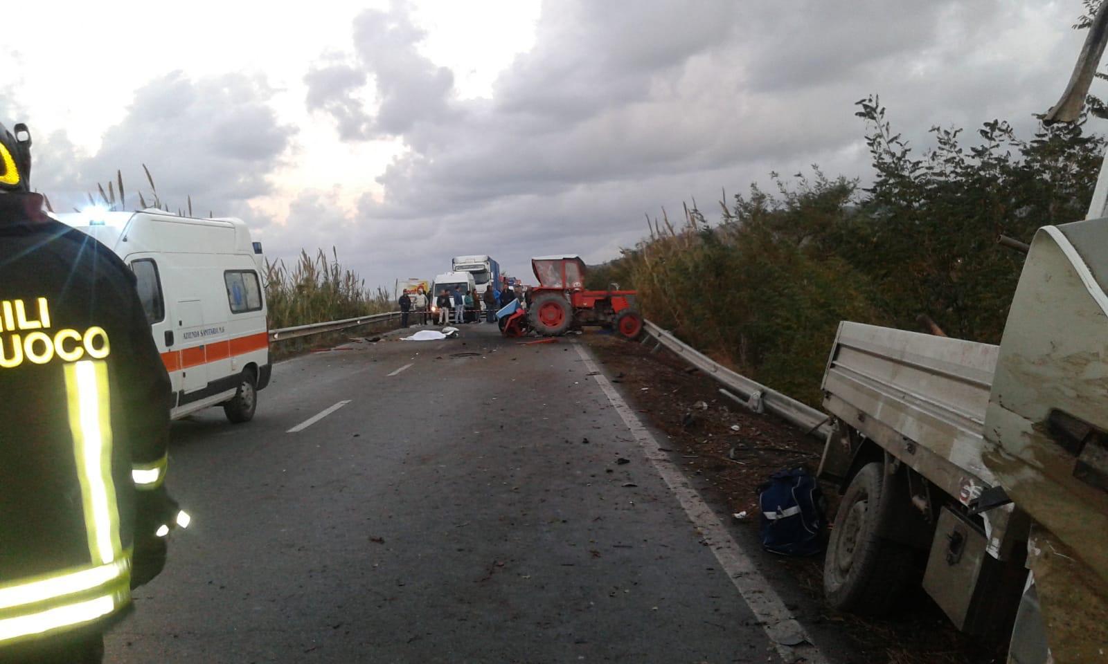 Scontro tra un trattore agricolo e un furgone  Un morto e feriti in un incidente nel Lametino