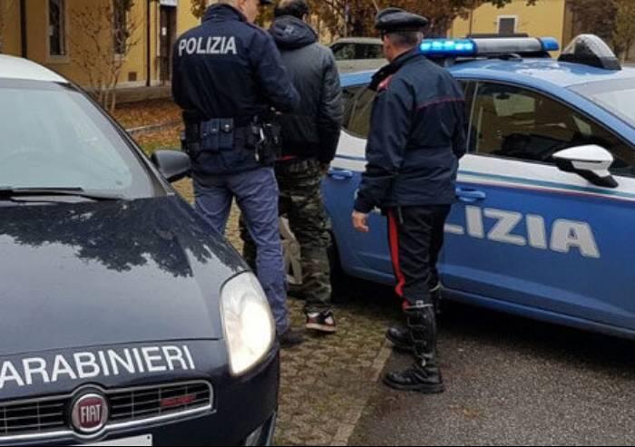 Carabinieri multanopoliziotti: erano assembrati in un bar