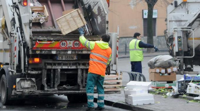 Follia rifiuti, 100 milioni all'anno per il trattamento. La Regione pensa all'Ato unica