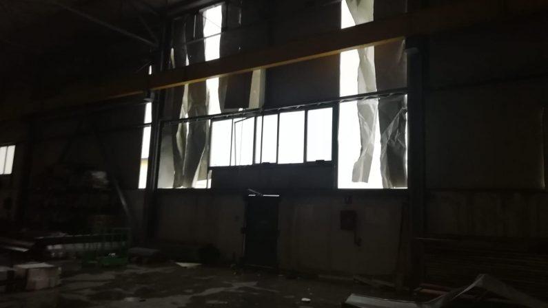 FOTO - La tromba d'aria investe Cutro: danni a case e aziende