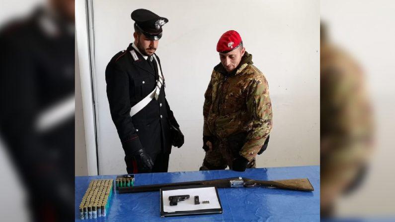 Un fucile clandestino e una pistola rubata nel 1989Arrestato un uomo in provincia di Reggio Calabria