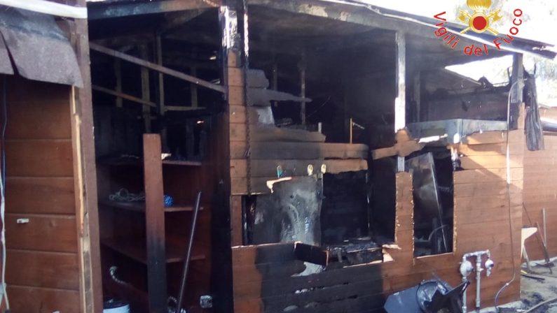 Incendio danneggia il lido Iaba a Simeri CrichiLe fiamme si sono propagate dalle cucine