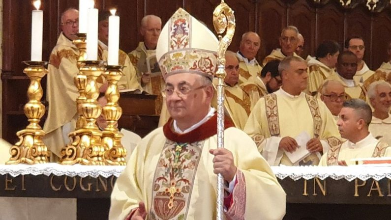 L'addio del vescovo Luigi Renzo alla diocesi di Mileto tra anomalie, dubbi e perplessità