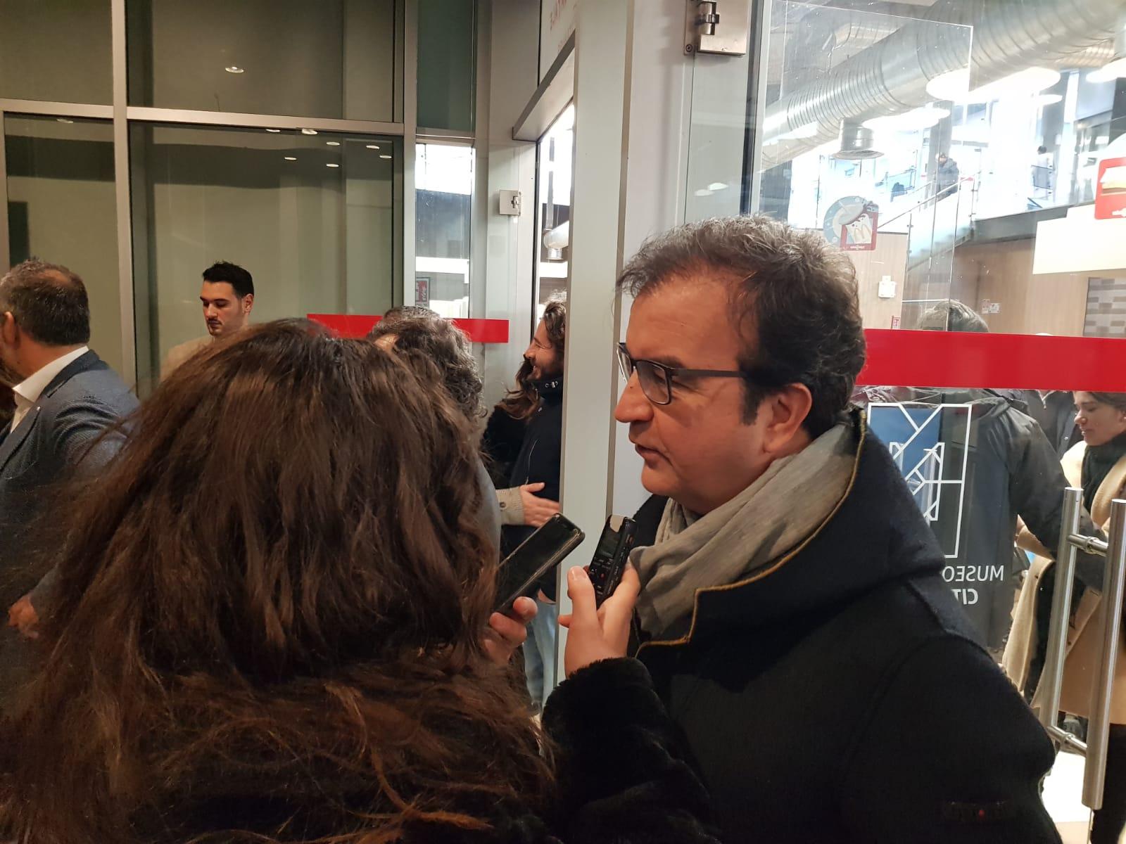 FOTO – Il sindaco Mario Occhiuto inaugura l'opera la Magia del Natale a Cosenza