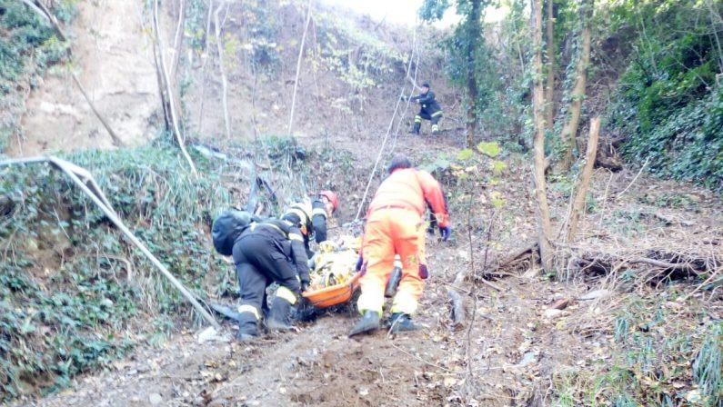 Tenta di uccidersi gettandosi dal cavalcavia dell'A2Recuperata ancora in vita e trasferita in ospedale