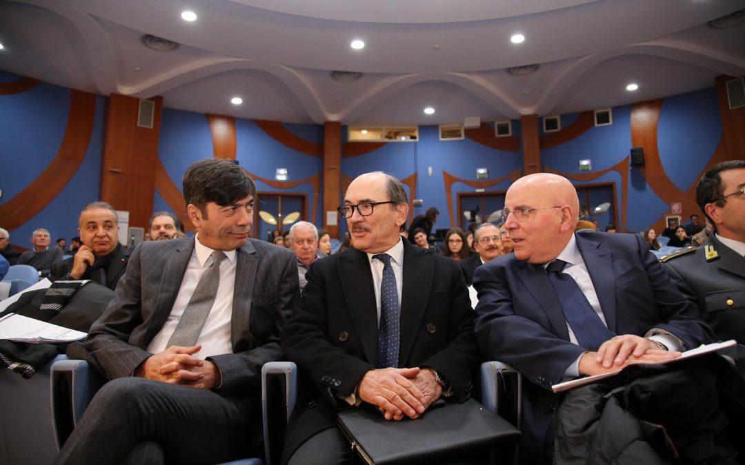 Il presidente della commissione regionale Antindrangheta, Bova; il procuratore nazionale antimafia, De Raho; il presidente Oliverio
