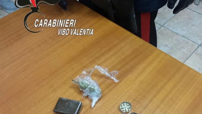 Gli sposini in macchina con hashish e marijuanaScoperti durante un controllo nel Vibonese