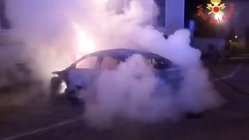 Ancora un'autovettura incendiata a SquillaceIntimidazioni contro una famiglia, avviate indagini