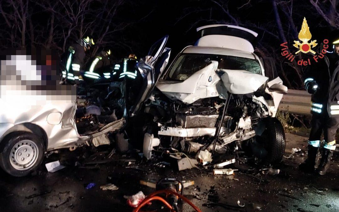 Due giovani morti in un incidente sulla statale 106  Tragedia nel Catanzarese, vittime avevano 19 e 18 anni