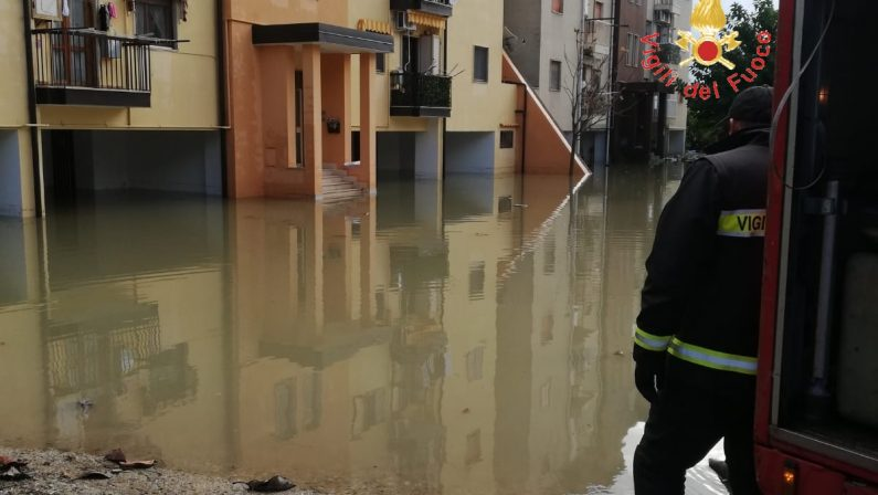 Ancora piogge intense in Calabria, chiusa statale 106  Disagi nella zona di Soverato per fango e detriti